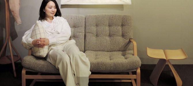 〈Yoko Press_インテリアライターのお仕事〉Precious.jp掲載 天童木工 の「マットソンソファふたりがけ」