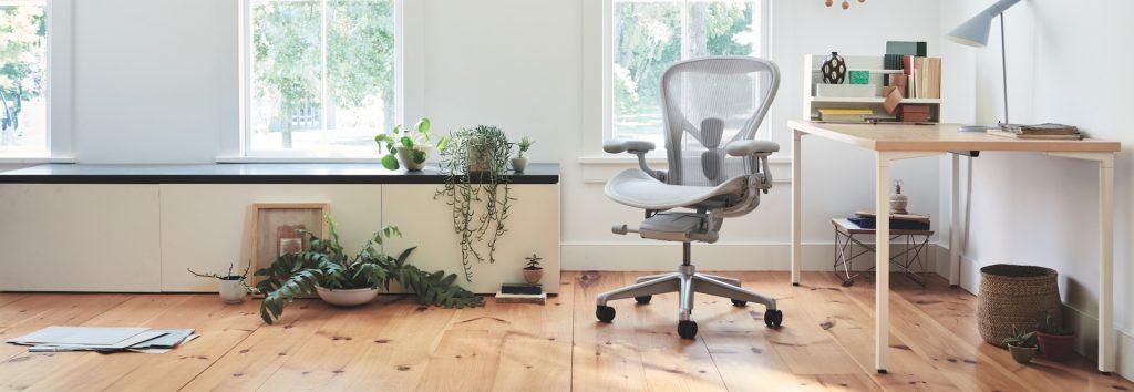 高機能オフィスチェアの名作、アーロンチェア